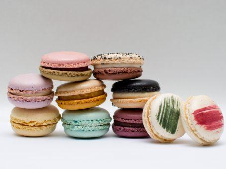 Produse franceze Macarons clasic cu stafide